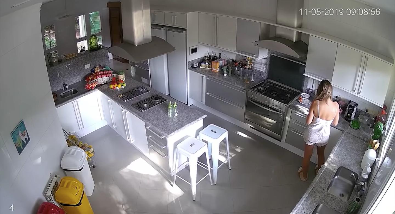 Vista aérea da cozinha de Lívia Andrade (Foto: reprodução)
