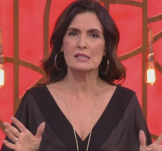 Fátima Bernardes no comando do Encontro; Globo está tentando faturar até o look e maquiagem da apresentadora (Foto: Reprodução/Globo)