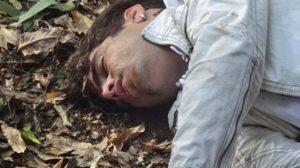 Antenor (Caio Castro) levará tiro e cairá para a morte em Fina Estampa (Foto: Reprodução/Globo)