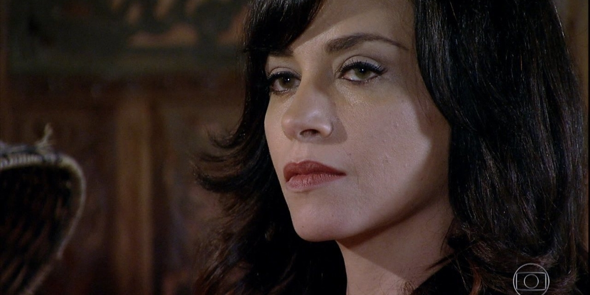 Joana (Suzana Pires) pressionará a vilã assassina em Fina Estampa (Foto: Reprodução/Globo)