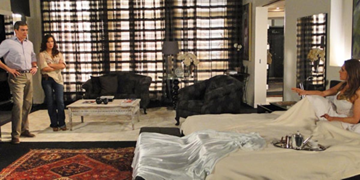 René (Dalton Vigh) volta a morar na mansão de Tereza Cristina (Christiane Torloni) em Fina Estampa (Foto: Reprodução/Globo)