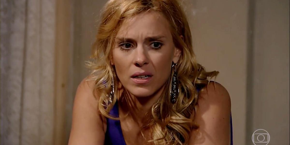 Teodora (Carolina Dieckmann) descobrirá gravidez em Fina Estampa (Foto: Reprodução/Globo)