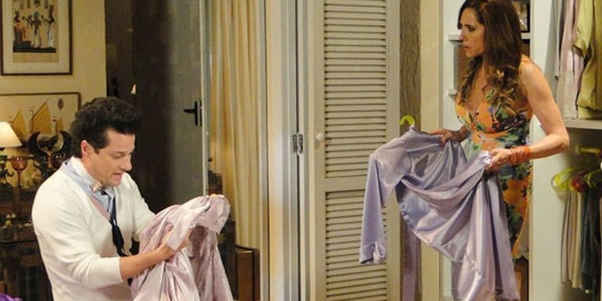 Tereza Cristina (Christiane Torloni) que Crô (Marcelo Serrado) roubou suas camisolas em Fina Estampa (Foto: Reprodução/Globo)