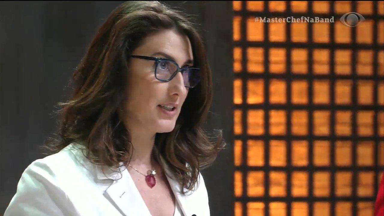 A chef Paola Carosella na estreia da nova edição do Masterchef (Foto: Reprodução)