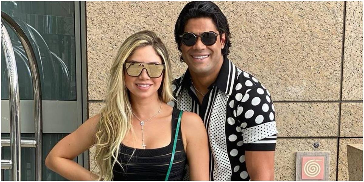 Hulk surgiu com as mãos na barriga de Camila Ângelo e ascendeu suspeita em torno de gravidez (Foto: Reprodução)
