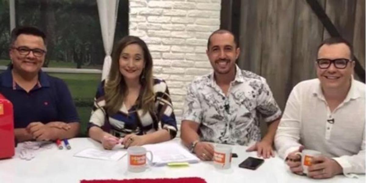 Sonia Abrão e os integrantes da roda da fofoca (Foto: Reprodução/RedeTV!)