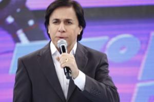 Tom Cavalcante no comando do Show do Tom; reprise do humorístico levantou audiência da Record (Foto: Divulgação/Record)