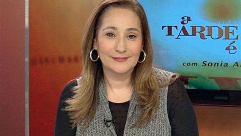 A apresentadora Sonia Abrão, da RedeTV!, tem namorado secreto - Foto: Divulgação