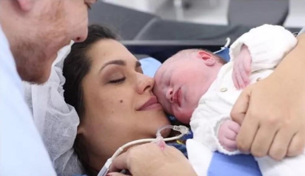 A atriz Thais Fersoza no momento do nascimento do filho, Teodoro - Foto: Reprodução