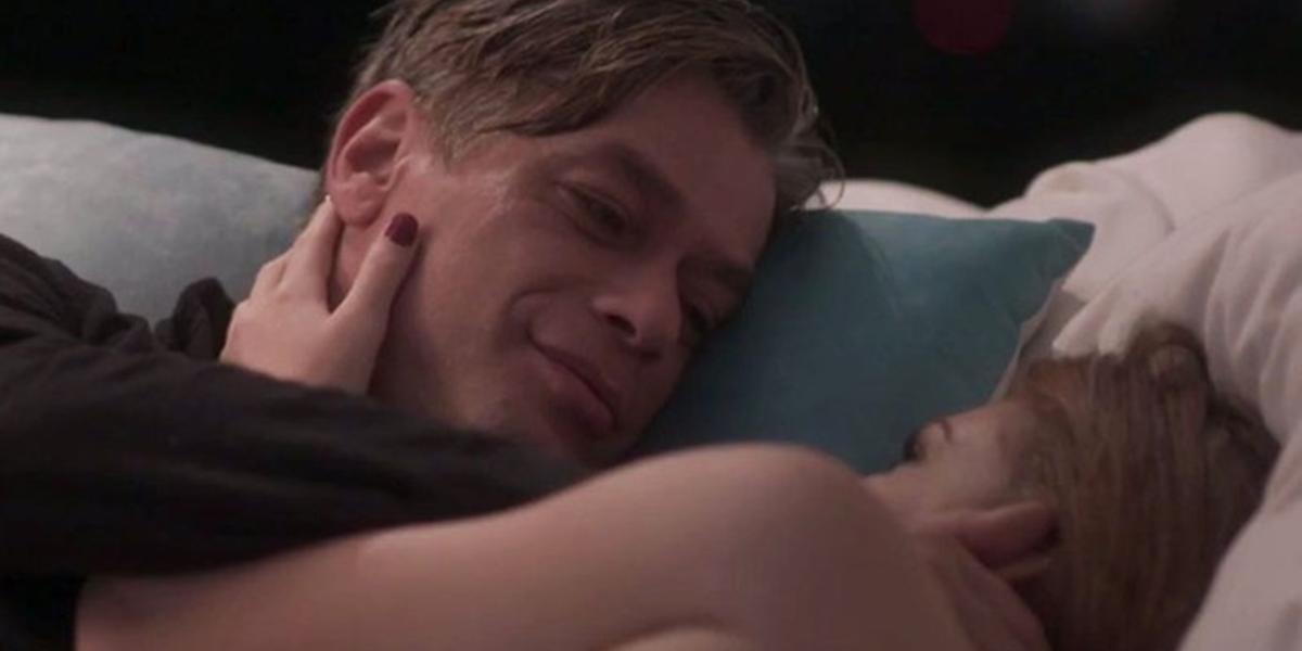 Arthur (Fábio Assunção) tem noite de sexo com Eliza (Marina Ruy Barbosa) em Totalmente Demais (Foto: Reprodução/Globo)