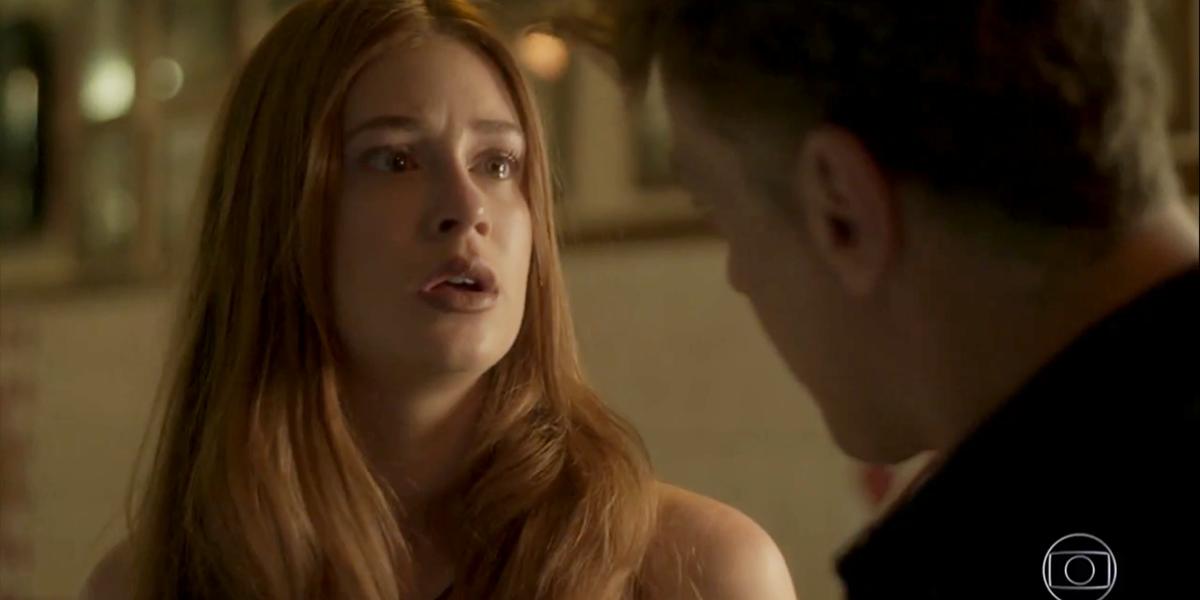 Eliza (Marina Ruy Barbosa) agride Arthur (Fábio Assunção) ao reviver terror em Totalmente Demais (Foto: Reprodução/Globo)