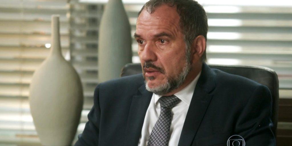 Germano (Humberto Martins) fica apavorado com a volta da ex-amante em Totalmente Demais (Foto: Reprodução/Globo)