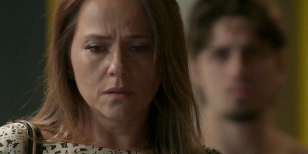 Lili (Viviane Pasmanter) terminará tudo com Rafael (Daniel Rocha) após humilhação em Totalmente Demais (Foto: Reprodução/Globo)