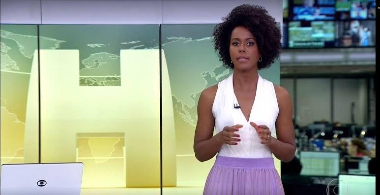 Maju Coutinho durante uma das edições do Jornal Hoje (foto: Divulgação/TV Globo)