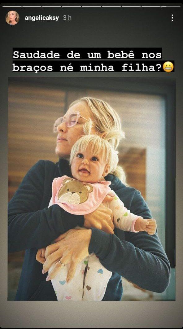 Angélica surgiu com boneca nos braços e mandou recado (Foto: Reprodução/ Instagram)