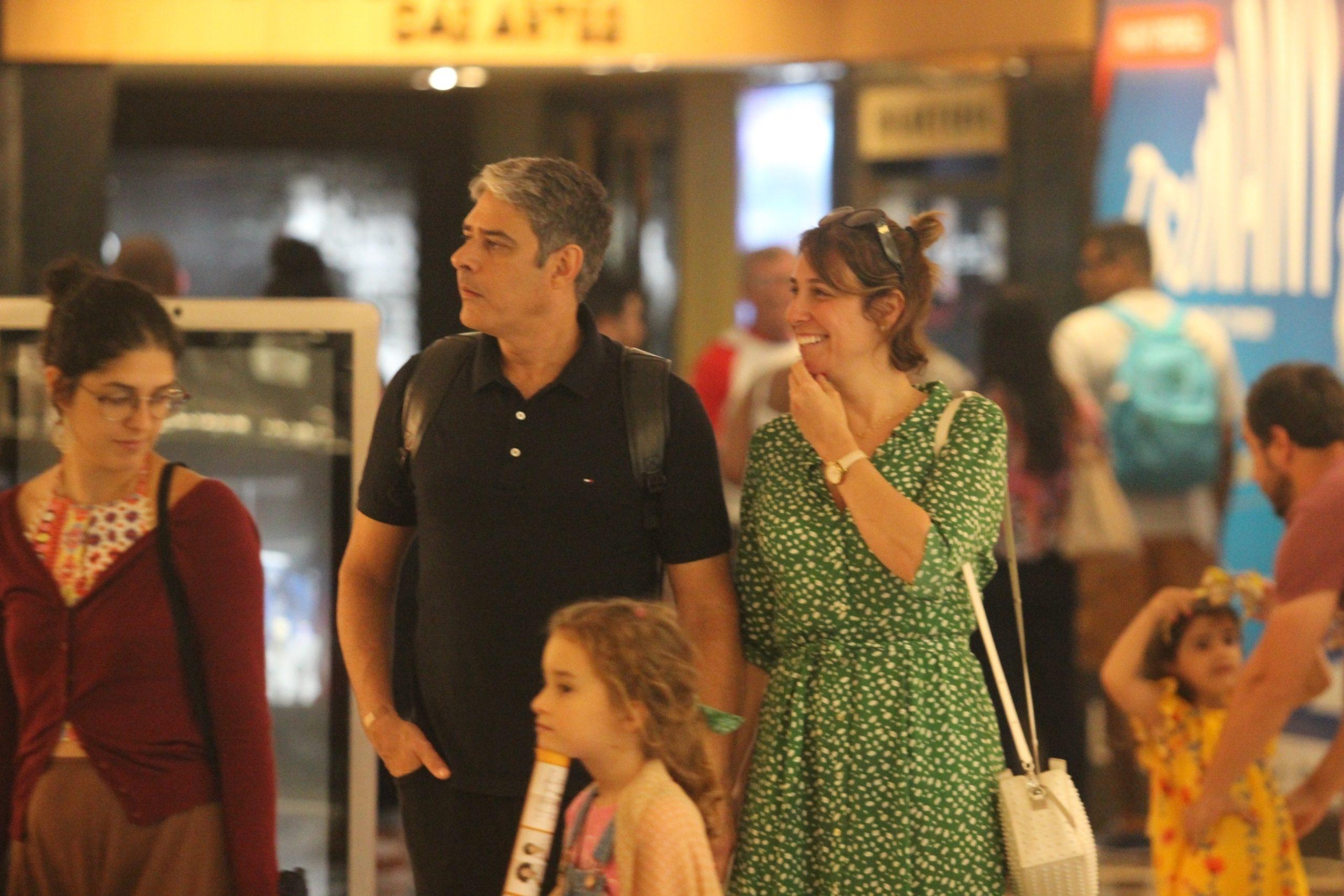 William Bonner em um passeio no shopping com a esposa (Foto: Rodrigo Adao/AgNews)