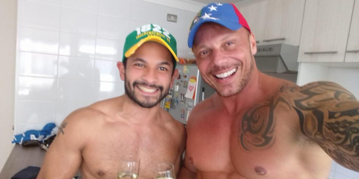 Ex-BBB Cristiano Carnevale ao lado do marido venezuelano (Foto: Reprodução)