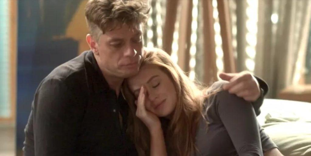 Arthur (Fabio Assunção) e Eliza (Marina Ruy Barbosa) em cena de Totalmente Demais. (Foto: Reprodução)