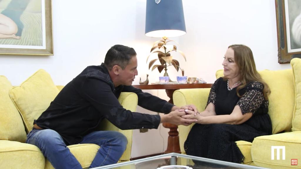 Leo Dias em entrevista com mulher que quer DNA de Silvio Santos (Foto: Montagem)
