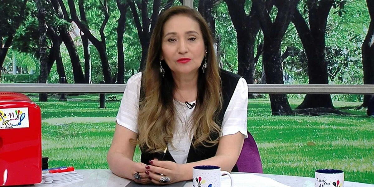 Sonia Abrão comanda o programa 'A Tarde É Sua' no horário vespertino da RedeTV! (Foto: Reprodução)