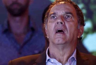 Eurico (Humberto Martins) descobre segredo do motorista misterioso em A Força do Querer (Foto: Reprodução/Globo)