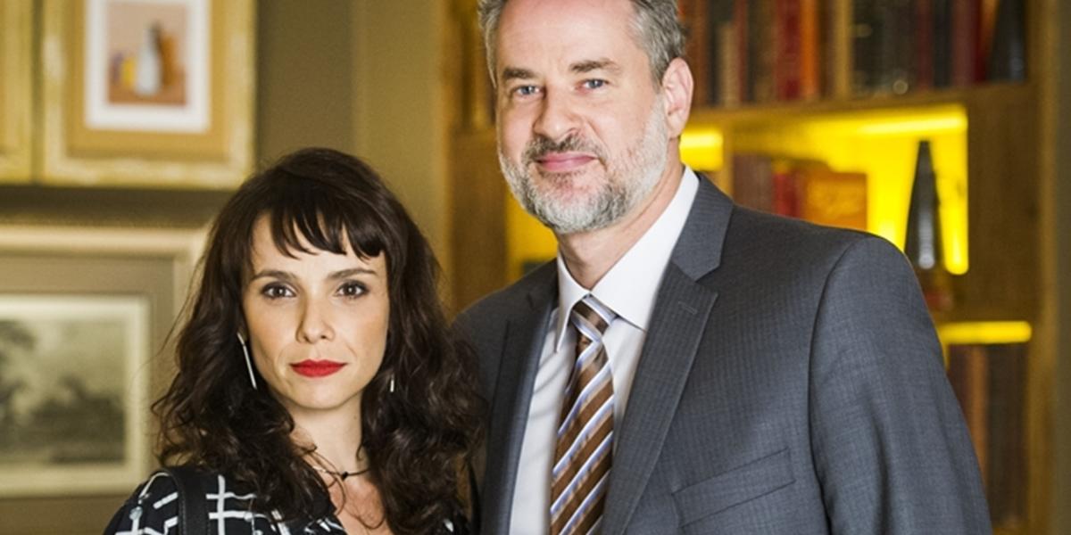 Irene (Débora Falabella) e Eugênio (Dan Stulbach) em A Força do Querer (Foto: Globo/João Miguel Júnior)