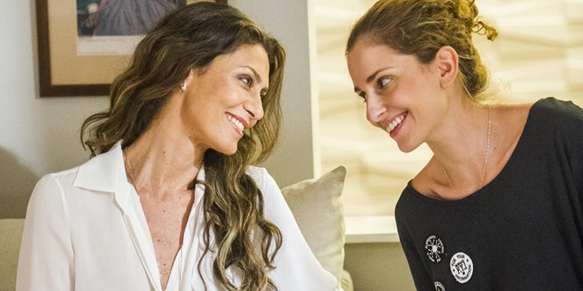 amor de mãe Maria Fernanda Cândido (Joyce) e Carol Duarte (Ivana) em A Força do Querer (Foto: Globo/João Miguel Júnior)