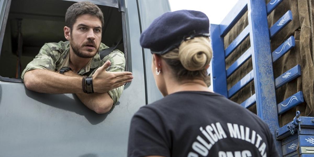 Zeca (Marco Pigossi) explode no primeiro encontro com Jeiza (Paolla Oliveira) em A Força do Querer (Foto: Felipe Monteiro/Globo)