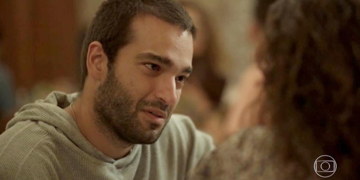 Sandro (Humberto Carrão) cena de Amor de Mãe; rapaz enfrentará drama de ver a amada doente na segunda fase da novela (Foto: Reprodução/Globo)