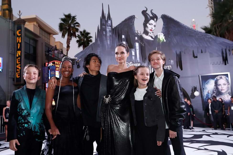 Angelina Jolie usa os filhos para saber da vida de Brad Pitt (Foto: Reprodução)