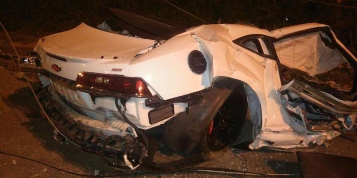 Carro de MC Brisola após acidente que matou seu amigo (Foto: Divulgação/Polícia Rodoviária Federal)