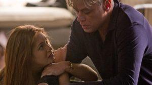 Eliza (Marina Ruy Barbosa) tenta se explicar para Arthur (Fábio Assunção) após flagra em Totalmente Demais (Foto: Fabiano Battaglin/Globo)