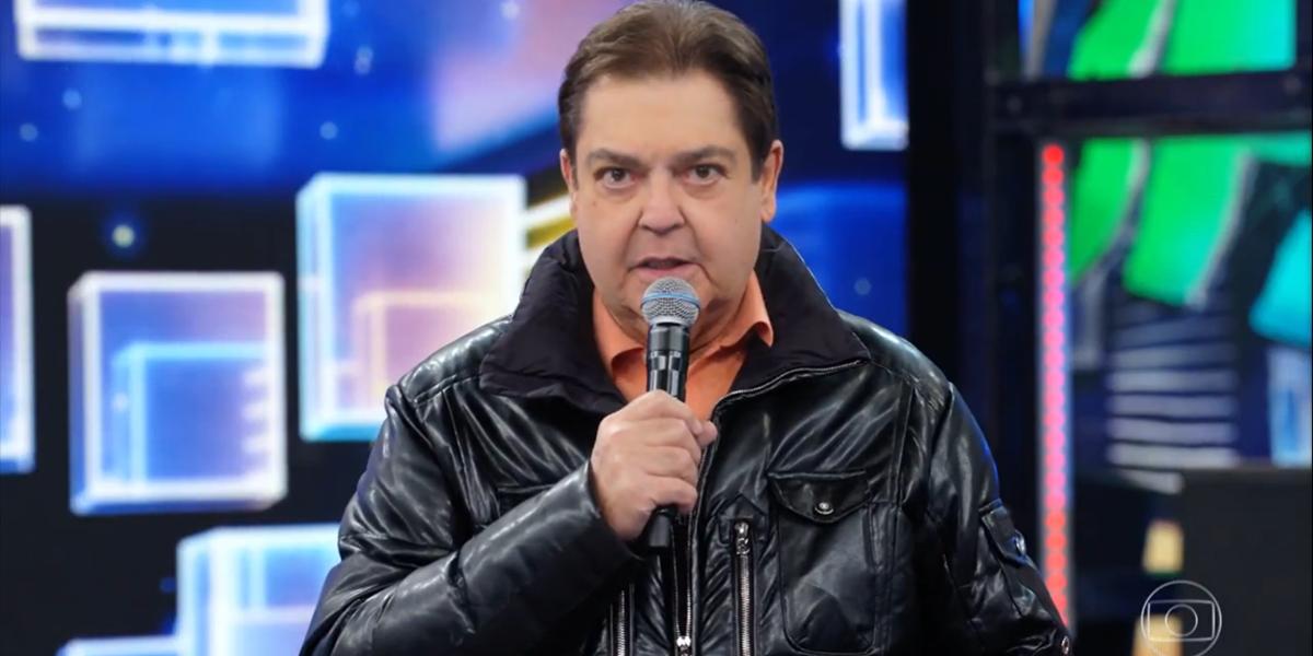 Fausto Silva no comando do Domingão do Faustão em seu retorno aos estúdios; programa fez audiência crescer (Foto: Reprodução/Globo)