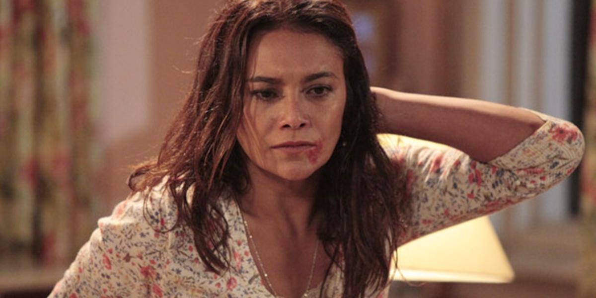 Celeste (Dira Paes) expulsa Baltazar (Alexandre Nero) em Fina Estampa (Foto: Reprodução/Globo)