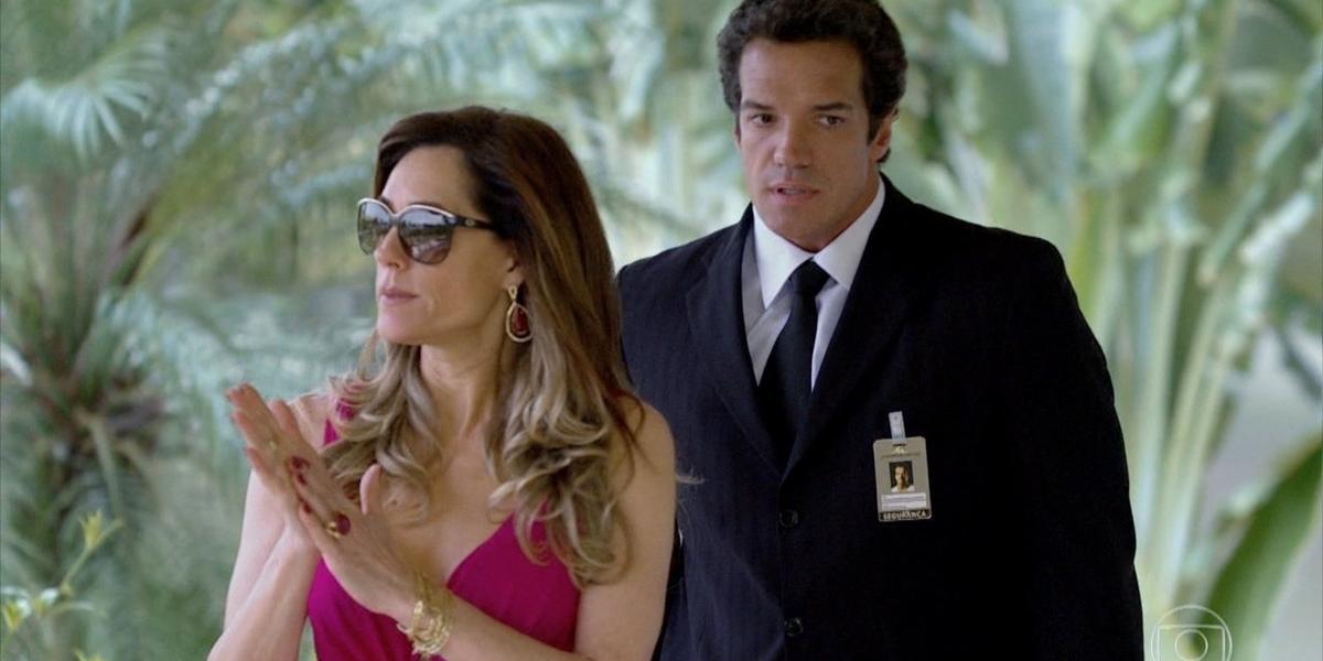 Ferdinand (Carlos Machado) e Tereza Cristina (Christiane Torloni) em cena de Fina Estampa (Foto: Reprodução/Globo)