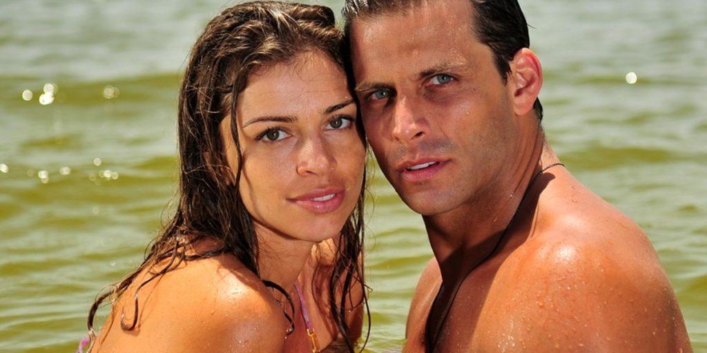 Grazi Massafera (Ester) e Henri Castelli (Cassiano) em Flor do Caribe; reprise da novela teve data de estreia alterada (Foto: Globo/João Miguel Junior)