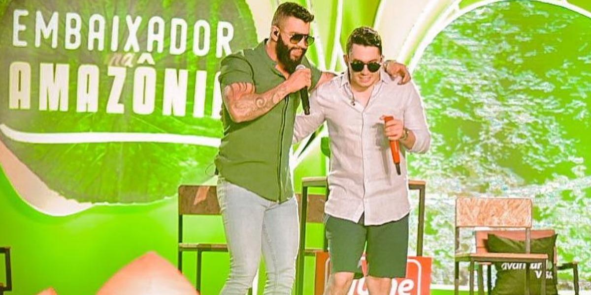 Gusttavo Lima e Jonas Esticado na live de ontem (Foto: Reprodução/Instagram)