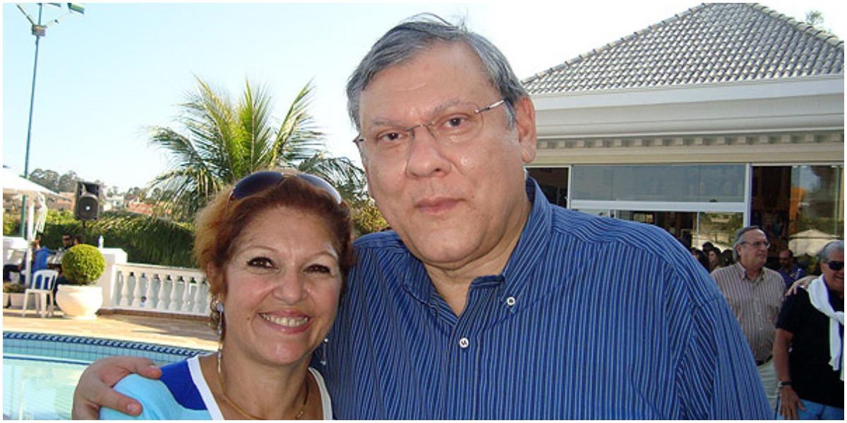 Milton Neves em uma foto relativamente recente com a esposa - Foto: Reprodução