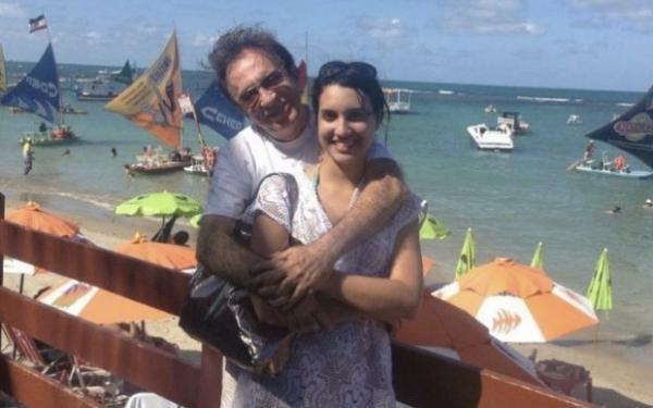 Moacyr Franco e sua namorada (Foto: reprodução)