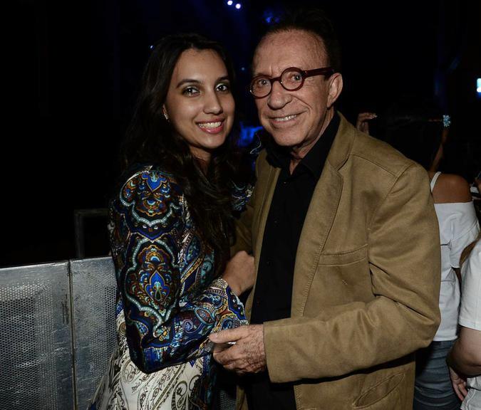 O humorista e sua namorada, 56 anos mais nova (Foto: reprodução)