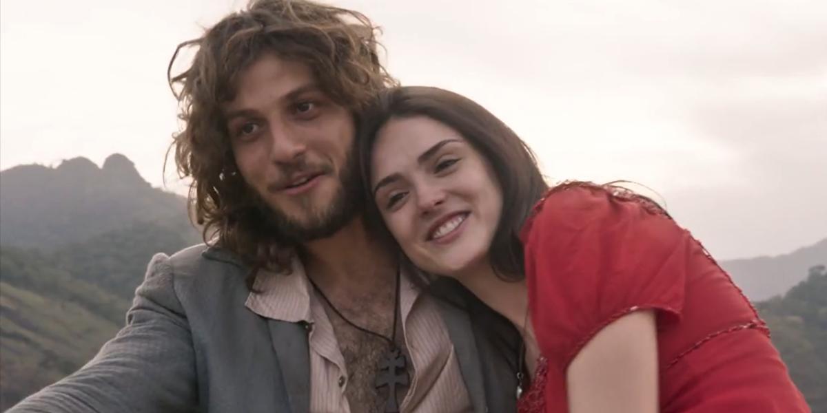 Chay Suede (Joaquim) e Anna (Isabelle Drummond) em cena do último capítulo de Novo Mundo: pior audiência final em cinco anos (Foto: Reprodução/Globo)