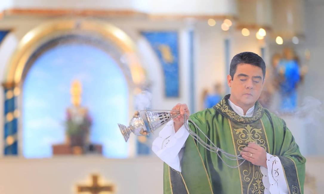O padre Robson, do Divino Pai Eterno (Reprodução)