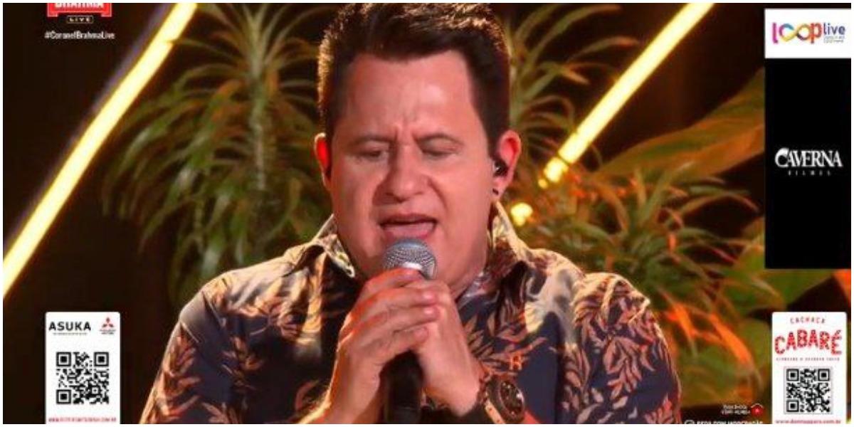 Marrone organizou uma live sem a presença de Bruno e soltou a voz impressionando todo mundo (Foto: Reprodução)
