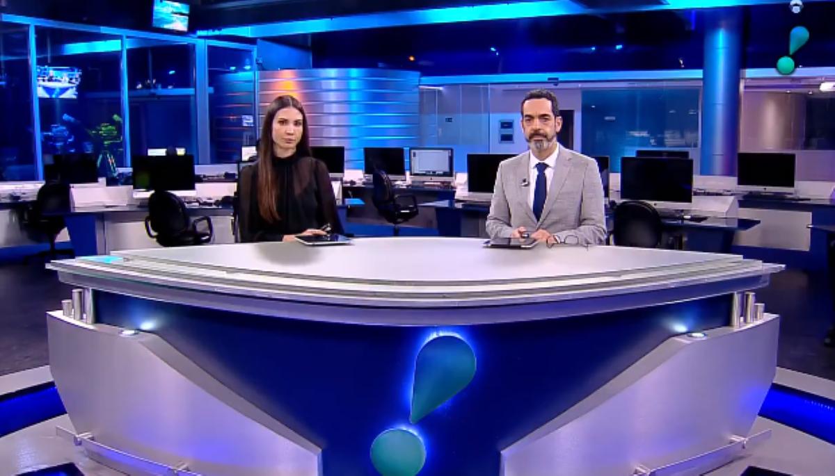 RedeTV! sai do ar durante o telejornal RedeTV! News (Foto: Reprodução)