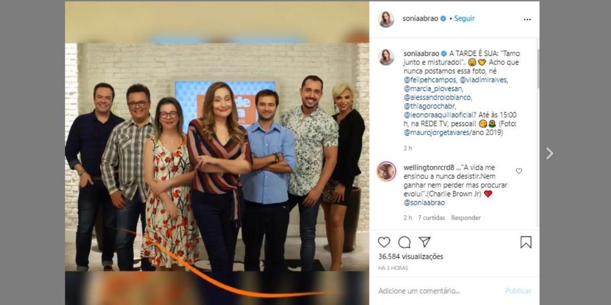 Sonia Abrão ao lado dos colunistas do programa A Tarde é Sua (Foto: Reprodução/Instagram)