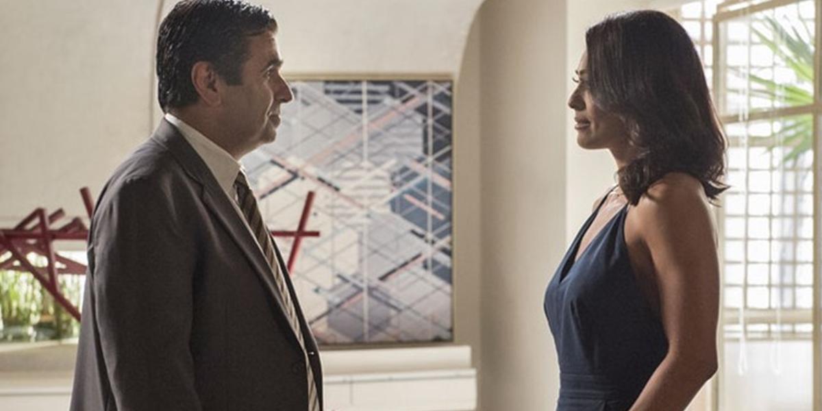 Hugo (Orã Figueiredo) pressiona Carolina (Juliana Paes) após descobrir podres em Totalmente Demais (Foto: Estevam Avellar/Globo)