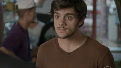 Jonatas (Felipe Simas) em cena de Totalmente Demais (Foto: Reprodução/Globo)