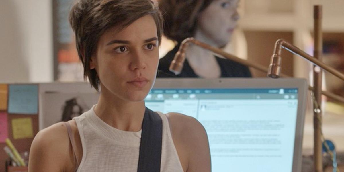 Leila (Carla Salle) é acusada de vazar fotos de Eliza (Marina Ruy Barbosa) em Totalmente Demais (Foto: Reprodução/Globo)