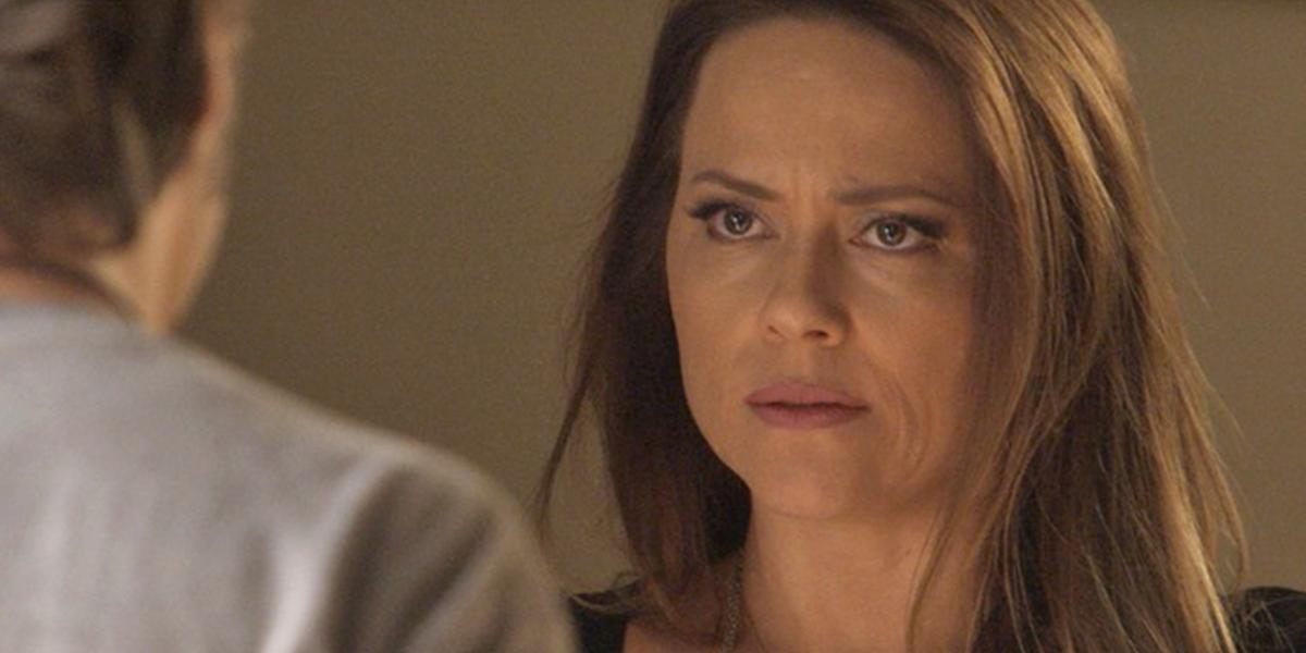 Lili (Vivianne Pasmanter) decide terminar o namoro com Rafael (Daniel Rocha) em Totalmente Demais (Foto: Reprodução/Globo)
