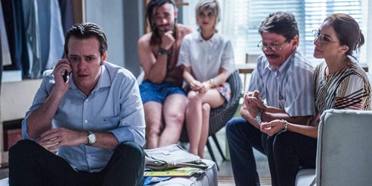Max (Pablo Sanábio) usará namorada falsa para enganar os pais em Totalmente Demais (Foto: Caiuá Franco/Globo)